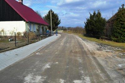 Inwestycje wgminie - przebudowa drogi wParuszce
